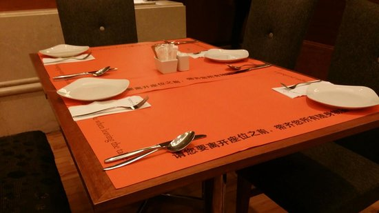 Sama-Sama Hotel KL International Airport: rastaruant table setting in a so-called 5 star hotel