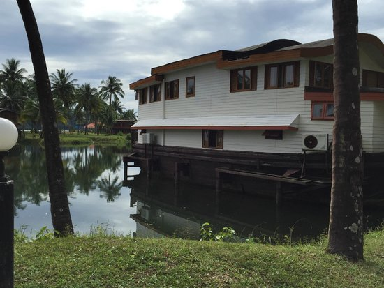 Aunchaleena Beach Front Resort: one of the accommodation boats