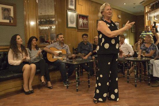 La Dueña Lola Cantando Una Diosa Picture Of Lola De Los Reyes Tablao Flamenco Seville Tripadvisor