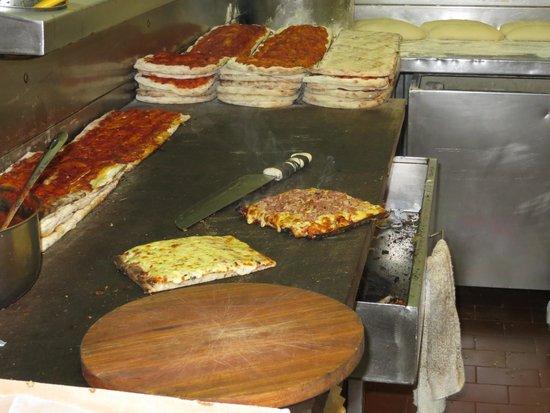 Pizzeria Trouville: la mesa de preparacion