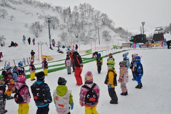 NASPA New Otani: スキー場でのスキースクール