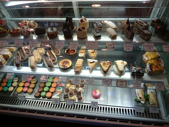 Douceur de France : pastry display