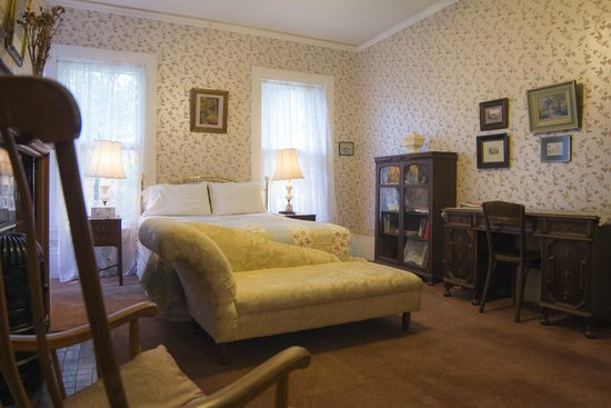 Lehmann House Bed & Breakfast: The Worlds' Fair Room, a sun-filled, restored guest room, queen bed, private bath