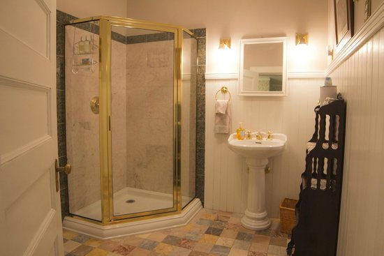 Lehmann House Bed & Breakfast: The Worlds' Fair bathroom