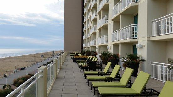 Charming Hilton Garden Inn Virginia Beach Oceanfront: Sun Deck