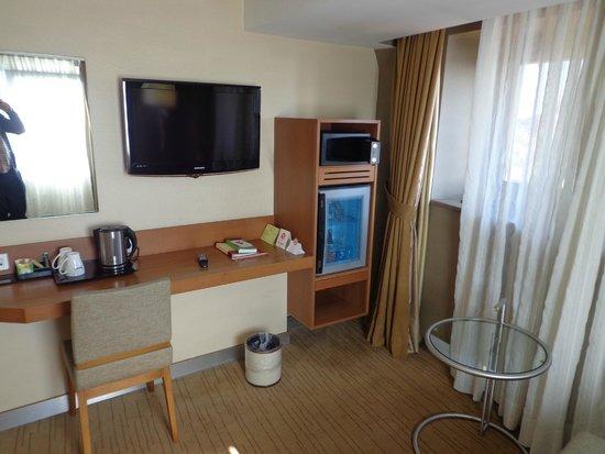 Kent Hotel : nice large flat tv