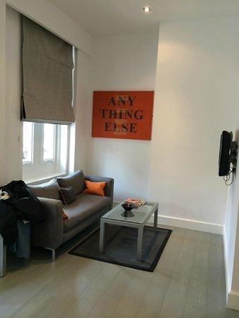 Templeton Place Aparthotel: Superior studio living room