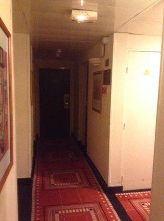 BEST WESTERN  Le Patio Saint Antoine: hotel corridor