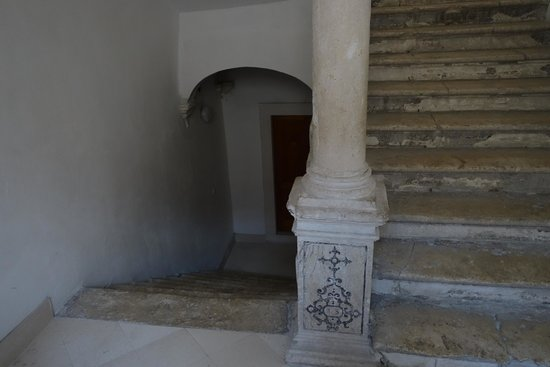 Apartments Exclusive: Apartment entrance (landing of the stairs)