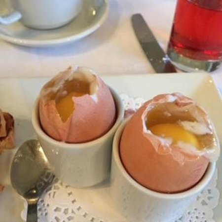 Corsham, UK: Raw eggs