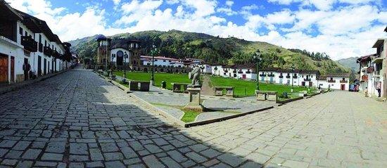 Chacas, بيرو: Plaza Mayor de Chacas