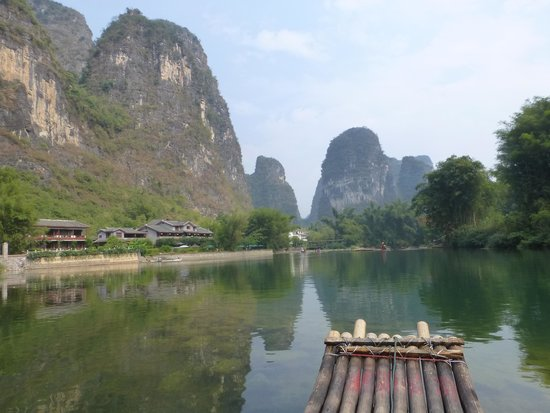 Yangshuo Resort : Raft on river