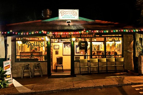 Polli's Mexican Restaurant: Polli's at night