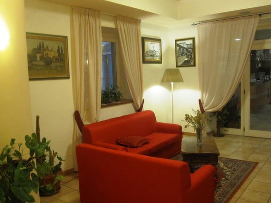 Hotel Gambrinus: divanetto hotel