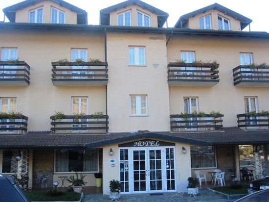 Hotel Gambrinus: entrata hotel
