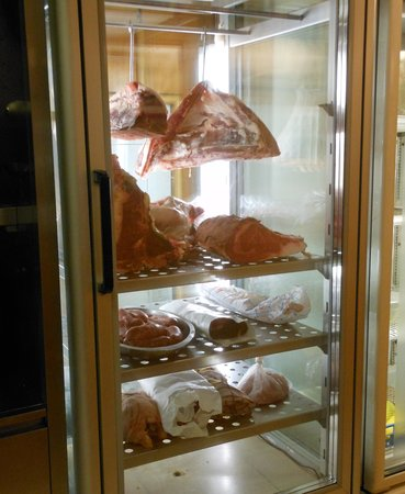 Cella frigo con carne a vista fotograf a de hostaria da for Temperatura frigo da 1 a 7