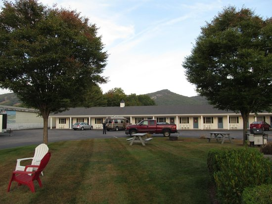 Colonial Motel: even had a fire pit and bbq available