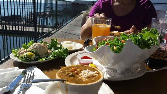 McElroy's Harbor House Seafood Restaurant : Enjoying lunch on the outdoor deck at McElroy's