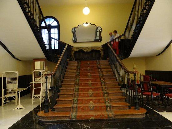 Balneario de Cestona: Escalera de subida a las habitaciones
