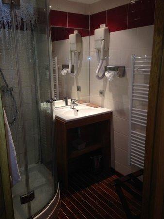 Hôtel Entre Terre Et Mer: bathroom