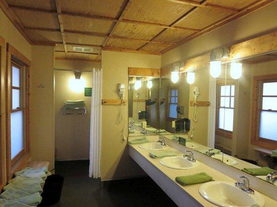 Image gallery hike inn georgia for Adjustment bureau bathroom scene