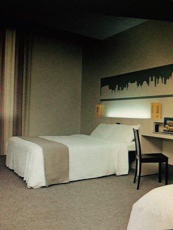 Hotel Trastevere : Quarto triplo bem espaçoso, sem divisão!