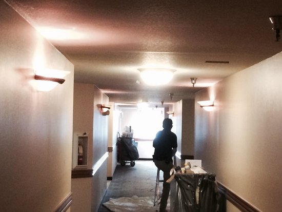 Best Western Plus Newport Mesa Inn : Just like the front desk said... No construction. This definitely isn't a guy cutting holes in t