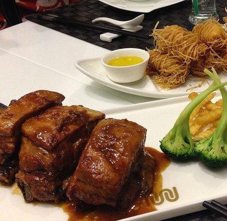 Je Me Souviens Restaurant : costelinha de porco e o camarão/ patola de carangueijo