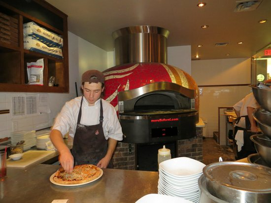 Famoso Neopolitan Pizzeria : Beautiful pizza oven
