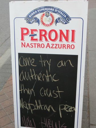 Famoso Neopolitan Pizzeria : Sandwich board on sidewalk
