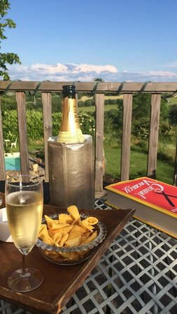 Pilates en France: Evening drinks on the pigeonnier