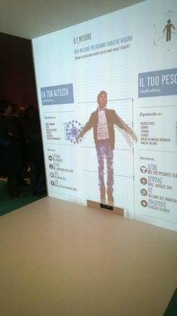 Palazzo delle Esposizioni : Uno dei giochi interattivi che mostra ai bambini le varie unità di misura e i dati statistici