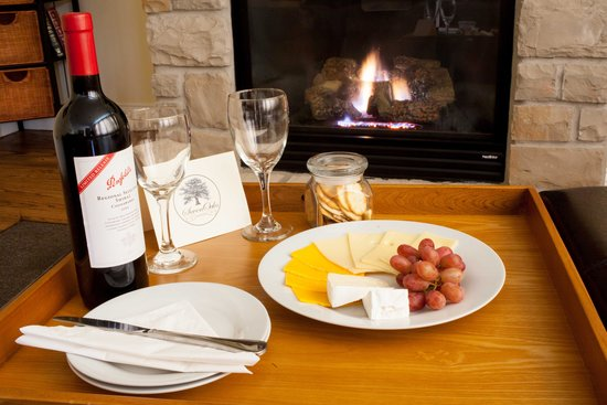 SevenOaks: Wine & Cheese
