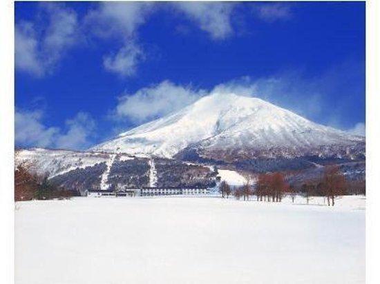 Grand Sunpia Inawashiro Resort Hotel : 冬の磐梯山とスキー場