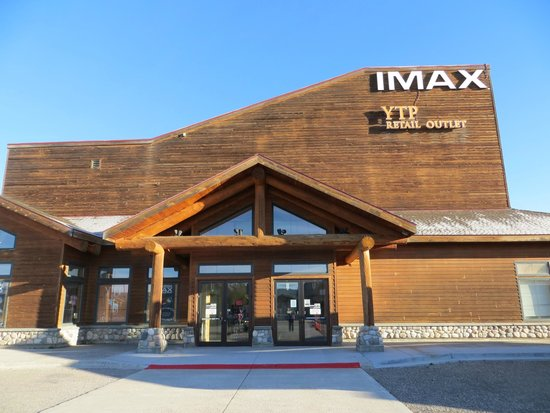Buffalo Crossing RV Park: Imax theater and gift shop
