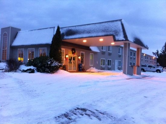 Cedarville Lodge: Our Hotel in Winter