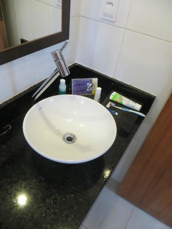 Pura Vida Hostel: high tap - you can't wash your face here