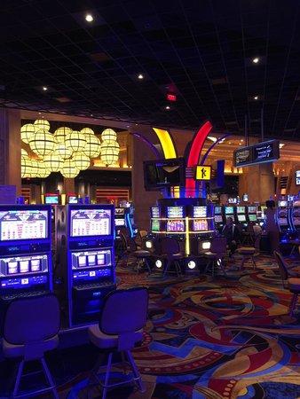Hollywood casino ks poker room