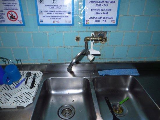 Pura Vida Hostel: poor kitchen facilities - no hot water at all