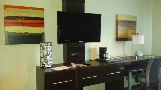 Holiday Inn Express Hotel & Suites - Santa Clara: television geante