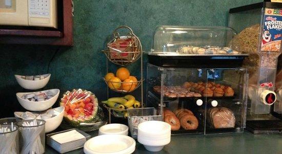 Travelodge Grand Rapids: Free Breakfast