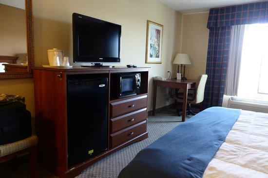 Rodeway Inn & Suites: Room