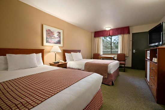 Baymont Inn & Suites Seattle/Kirkland WA : 2 Queen Beds