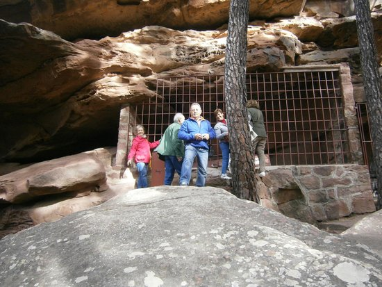 Pinturas Rupestres Albarracin: Se ven protegidas