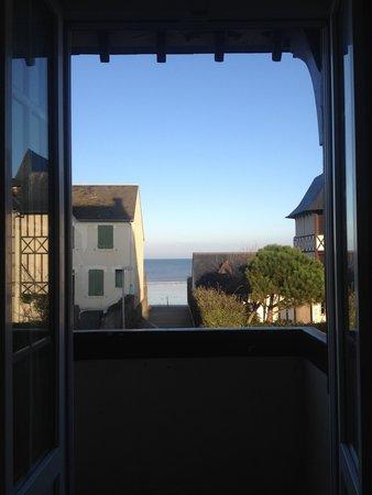 Hotel De La Mer: Vue de notre lit