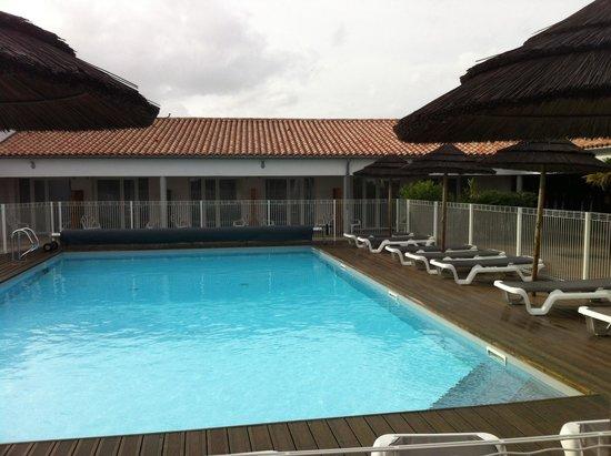 P'tit Dej-HOTEL Ile de Re : La piscine mais fermée pendant notre période