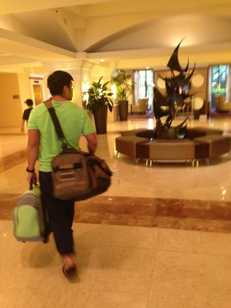 Palm Beach Gardens Marriott: entering the lobby