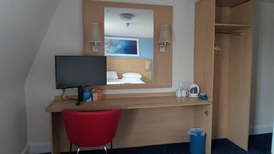 Travelodge Bath Central: meu quarto