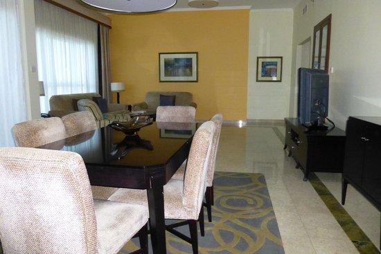 Dubai Marriott Harbour Hotel & Suites : Dining