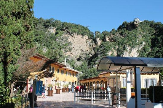 Hotel y Aguas Termales de Chignahuapan : Estacionamiento y entrada